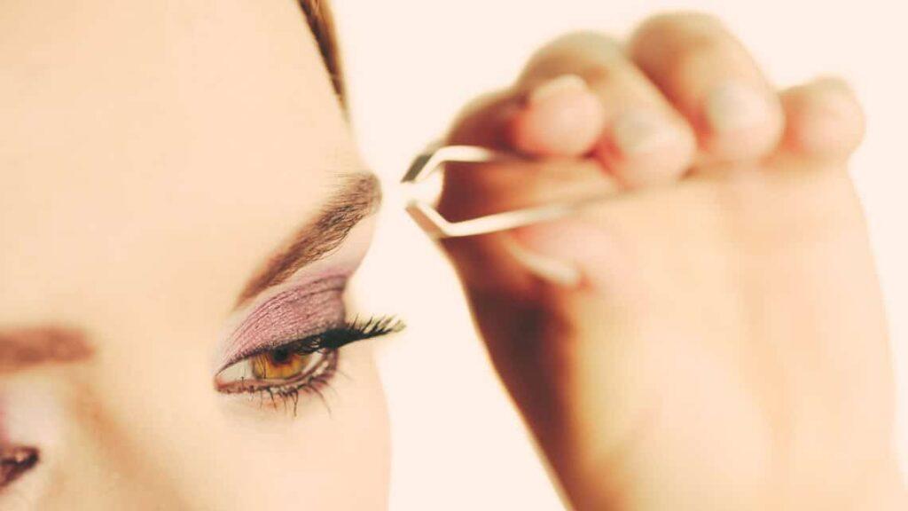Shape eyebrows yourself